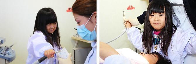 器具を使って治療体験をするちびっ子