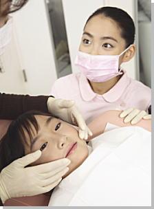 歯科治療に不安を感じる子ども